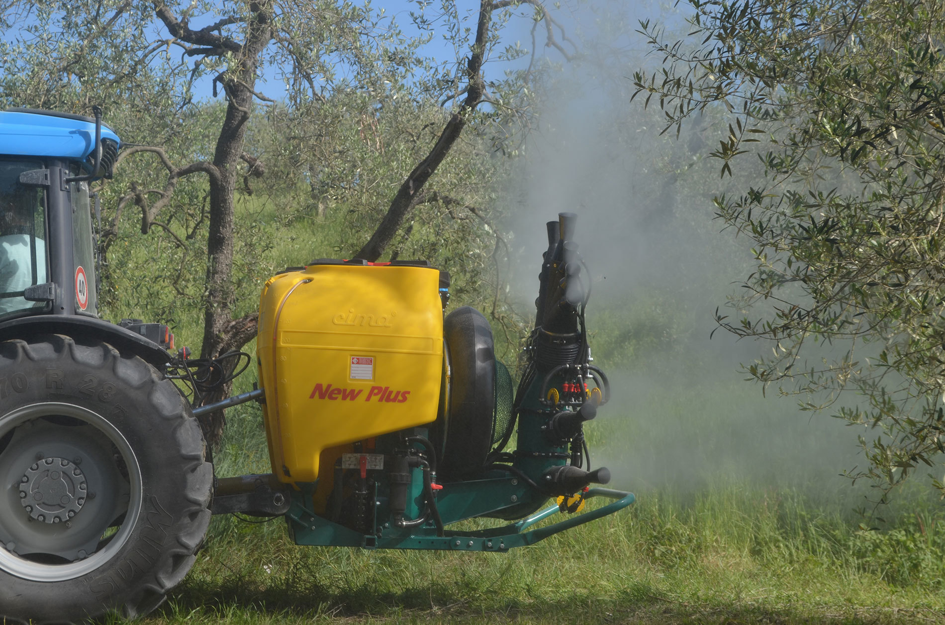 3-point mounted Sprayer New Plus - 4 lower cannons and upper double Olive sprayhead